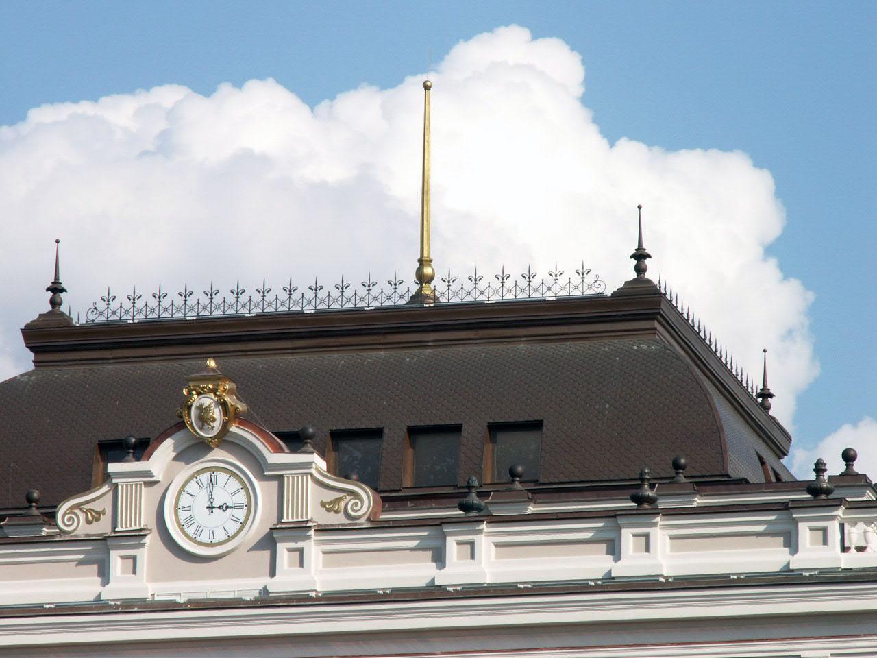 Фото Архитектурные детали здания Дворянского собрания (Городская ратуша)
