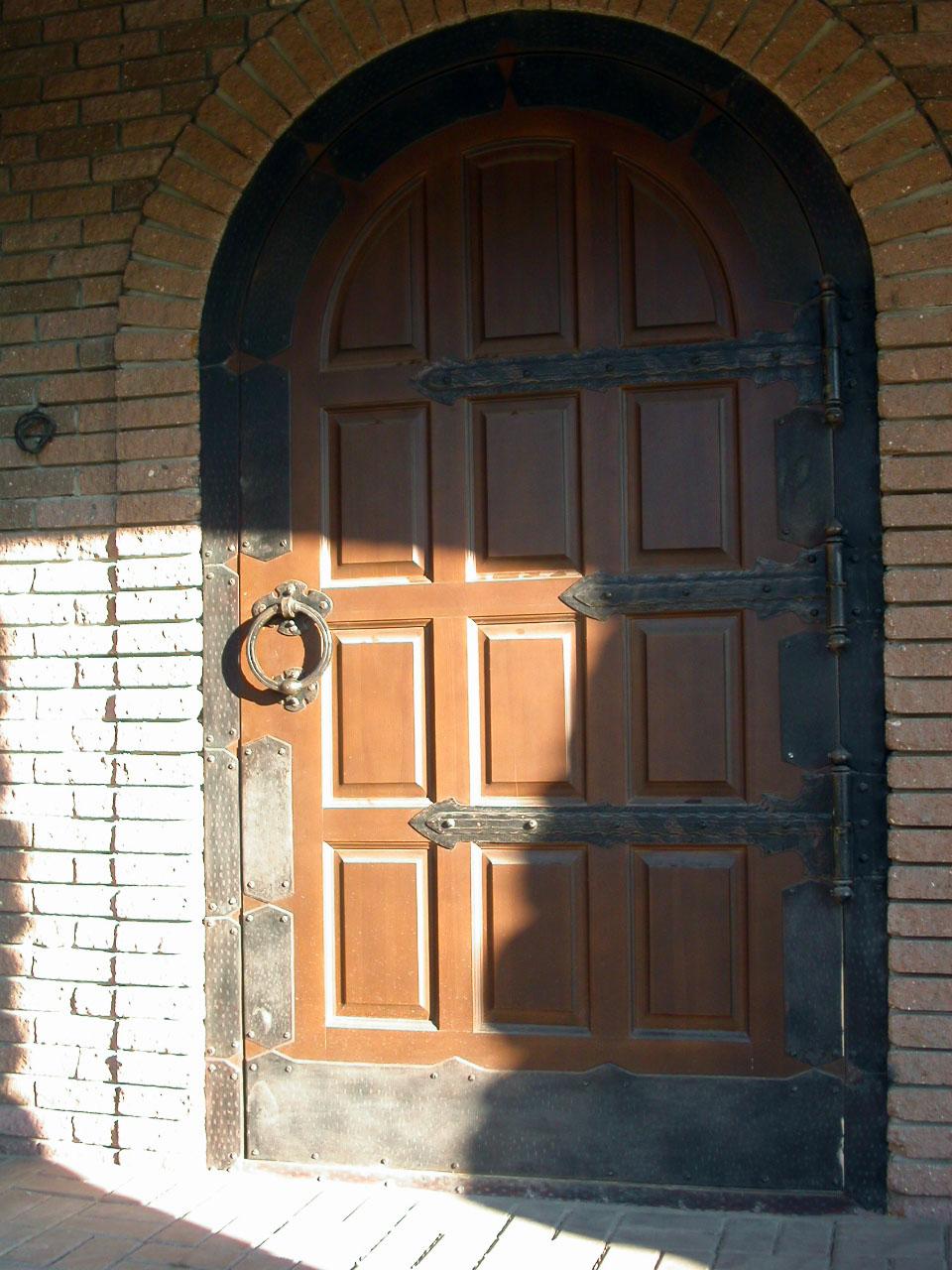 Фото Дверь и фурнитура в «Камелот»