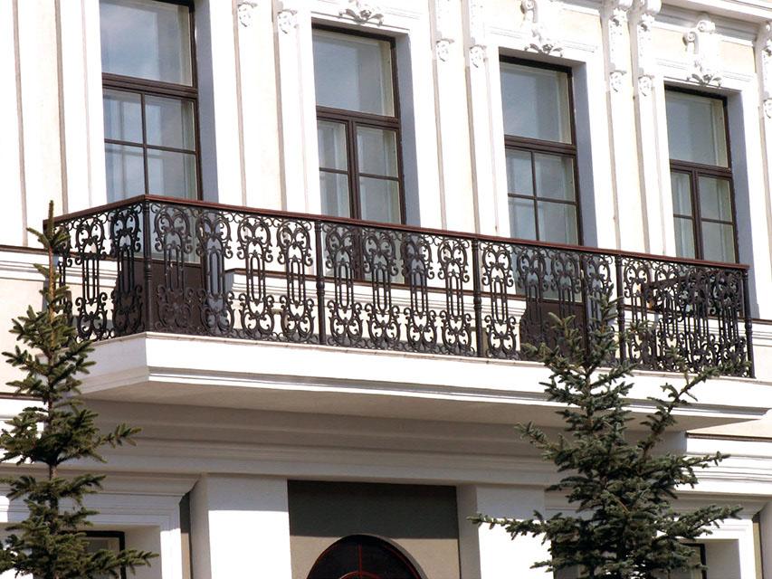 Фото Решетки ограждения балкона здания Мэрии г. Казани