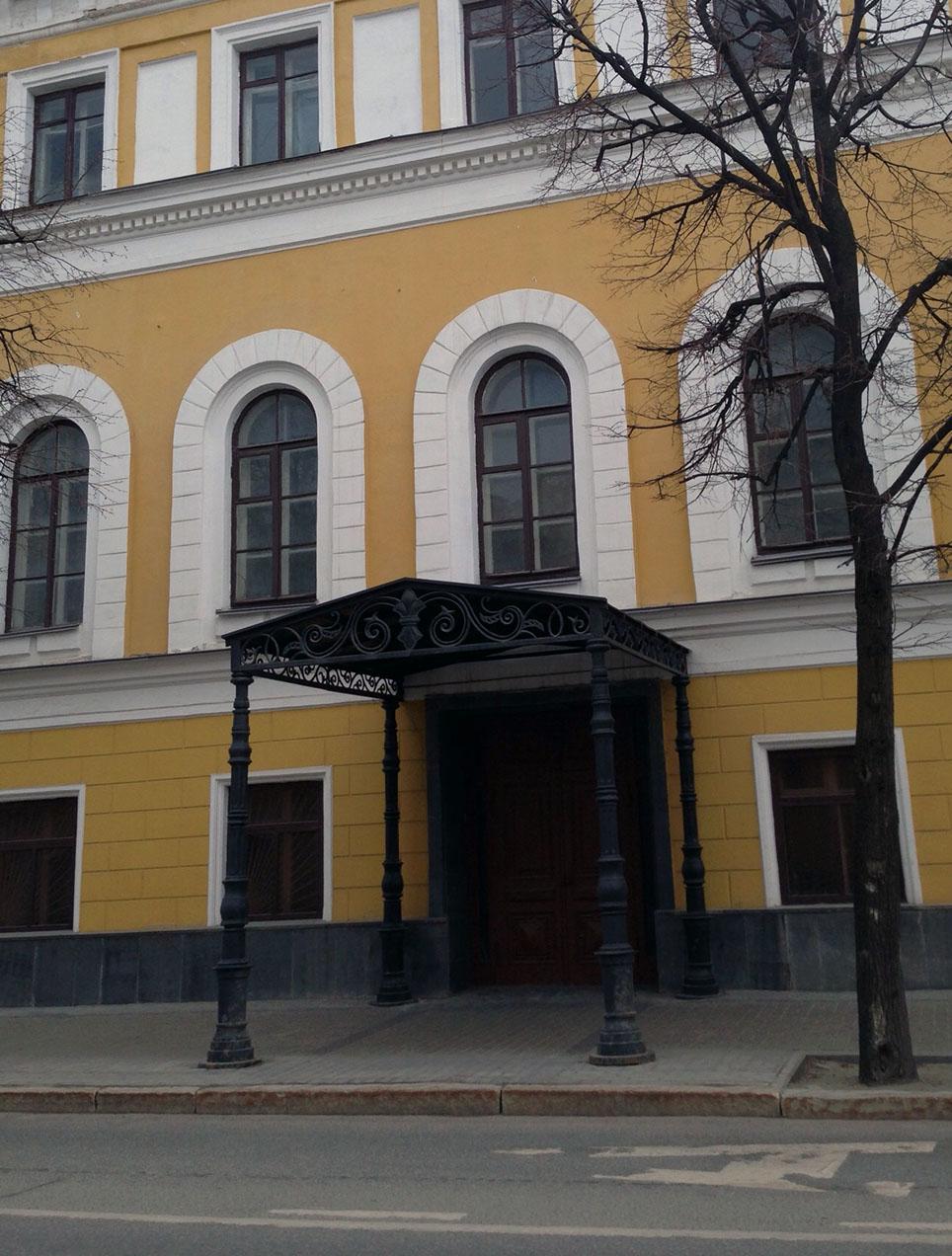 Фото Навес с художественными деталями здания Верховного Суда Республики Татарстан